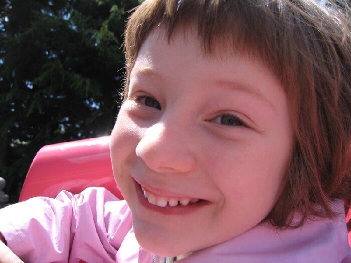 2006 Micol sorride