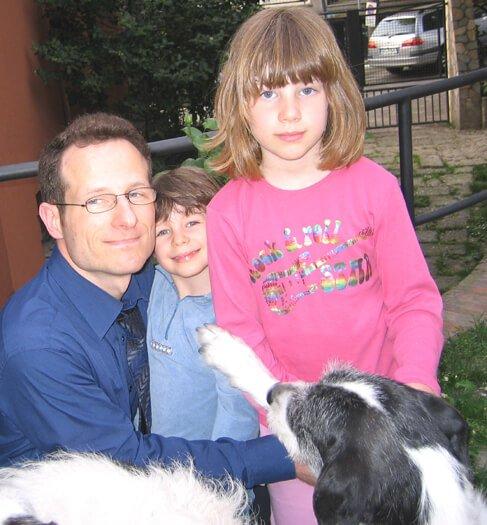 2007 Mia e Micol con il papà