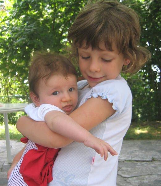 2008 Maia in braccio a Mia