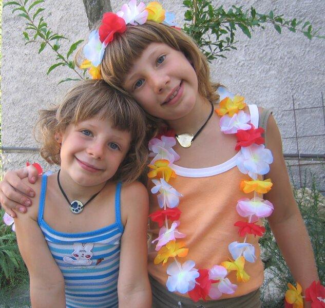 2008 Mia e Micol con medaglietta