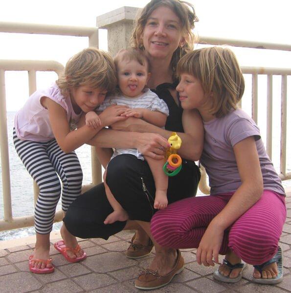 2008 agosto le 3 bimbe con la mamma