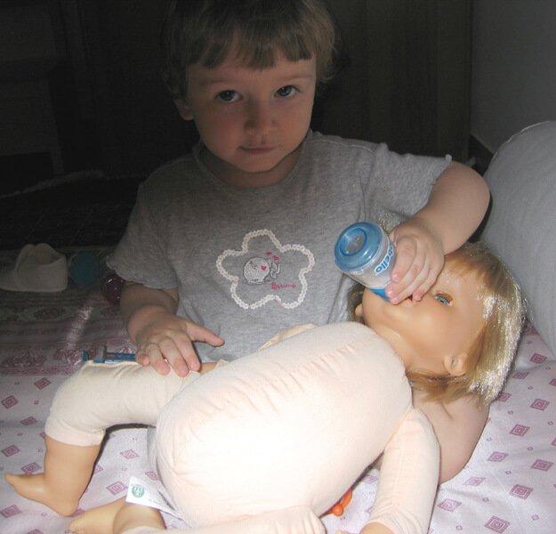 2009 Maia con bambolotto