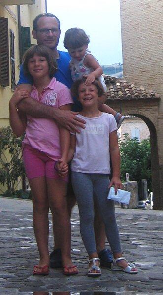 2009 le 3 piccole con papà