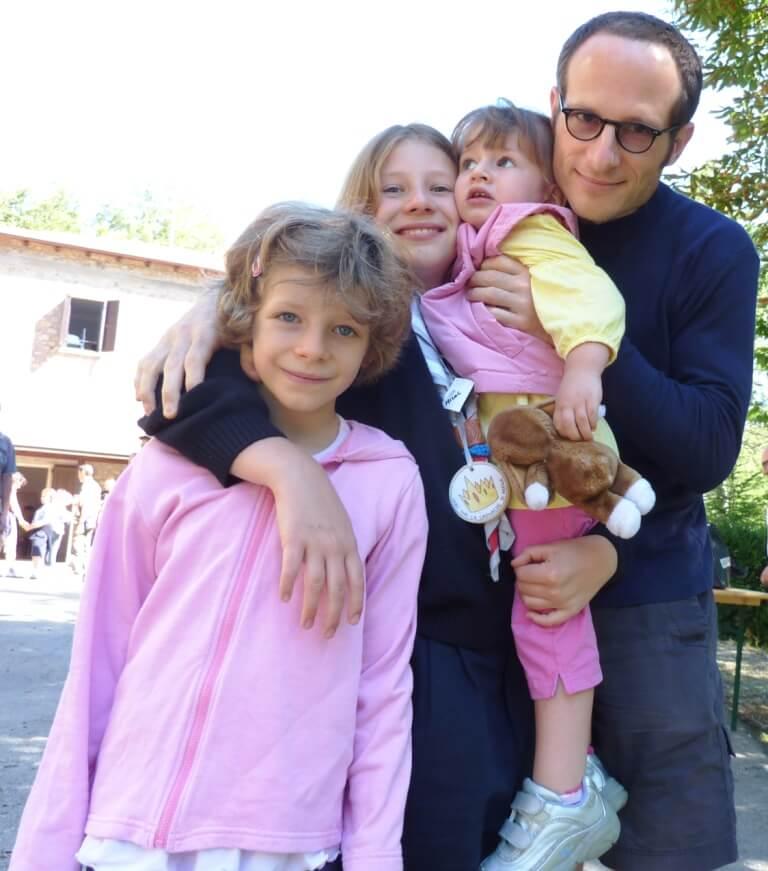 2010 Massimo con le 3 bimbe